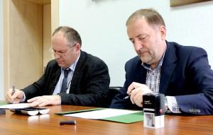 """""""Rotary"""" klubo prezidentas Audrius Endzinas ir Šilutės r. savivaldybės meras Šarūnas Laužikas pasirašė neterminuotą bendradarbiavimo sutartį."""