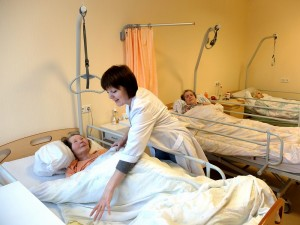 Daugeliui senelių reikalinga slauga, todėl numatoma įsigyti daugiau lovų.