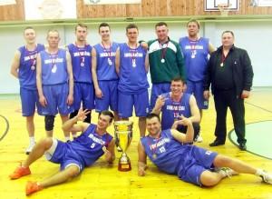 Juknaičių seniūnijos komanda su savo vadovu Vidu Pėteriu (dešinėje) trečią kartą tapo rajono čempione.