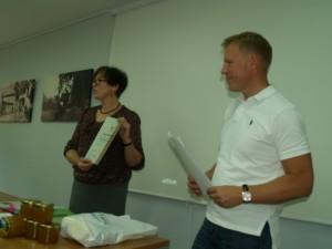 """AB Vilkyškių pieninės vykdomasis direktorius Vaidotas Juškys susirinkusiems pasakojo, kad Rambyno regioninio parko produkto ženklą gavo išskirtinės kokybės gaminys – sūris """"Prussia"""", tinkamas ir prie vyno, ir prie alaus."""