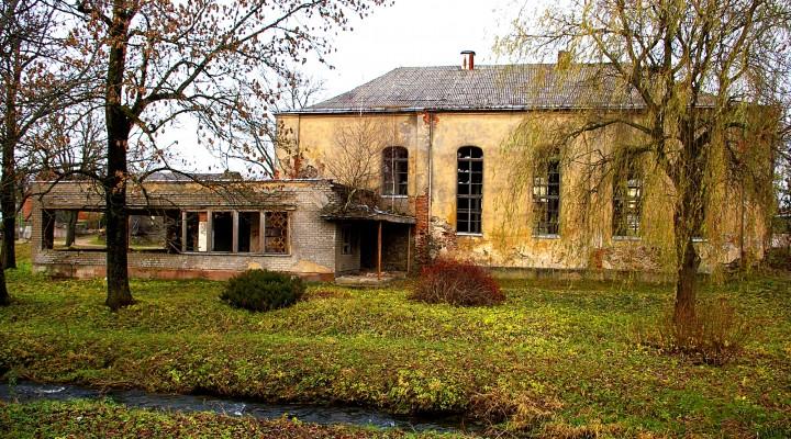 Tapusi kultūros paveldo objektu, Žemaičių Naumiesčio sinagoga sukėlė papildomų rūpesčių Savivaldybės administracijai ir politikams, nes lėšų jos tvarkymui nėra.
