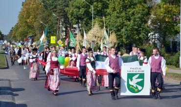 Pagėgių krašto šventės iš kitų miestų švenčių išsiskiria marga šventine eisena miestelio gatvėmis.