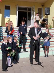 Pagėgių savivaldybės meras Virginijus Komskis į šventę Natkiškiuose  atvyko su padėkomis ir dovana.