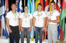 Vilniuje vykusiame pasaulio rankų lenkimo čempionate Šilutei atstovavo (iš kairės): Aleksandras Pancerovas, Justas Mizgeris, Eglė Vaitkutė ir Osvaldas Girskis.