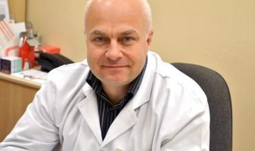 Gydytojas Adomas Lukoševičius pasirūpino, kad jo vadovaujamas Šilutės šeimos gydytojų centras gautų 300 vakcinos dozių. Tiek šio centro pacientų buvo paskiepyta ir praėjusiais metais.