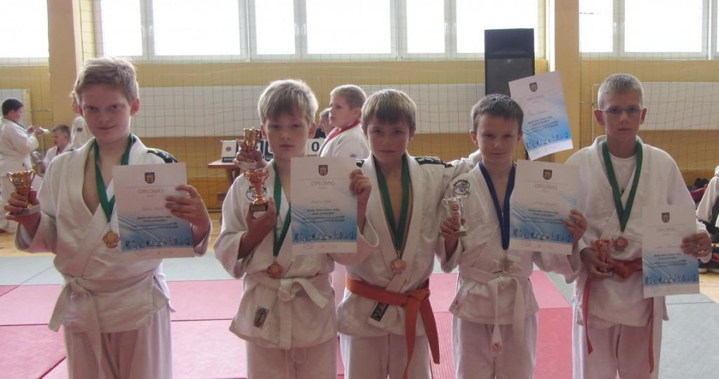 Su medaliais grįžo jaunieji Šilutės dziudo imtynininkai.