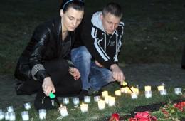 Mažosios Lietuvos gyventojų genocido aukoms atminti neabejingi pagėgiškiai uždegė žvakutes ir pagerbė jas tylos minute.