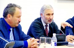 Iš Šilutės kilęs Vidaus reikalų ministerijos Regioninės politikos departamento direktorius Arūnas Plikšnys (dešinėje) siūlė būti ambicingesniems ieškant finansavimo šaltinių ir racionaliai investuoti gautas lėšas.