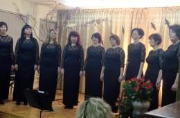 """Festivalio organizatorės – Rusnės vokalinis moterų ansamblis """"Luotužė"""" – padainavo naują dainą."""
