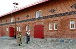 Privačiam verslui siūloma išsinuomoti 530 kvadratinių metrų patalpas buvusioje dvaro arklidėje ir amatų centre.