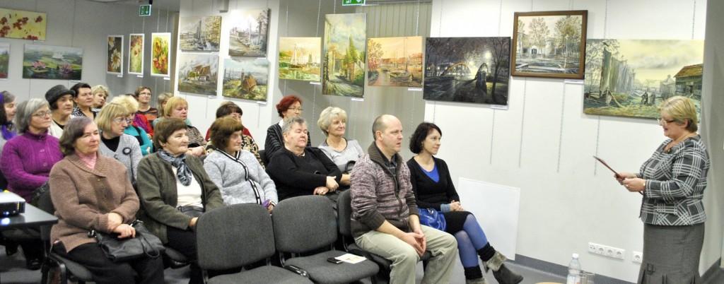Renginio svečius sveikina Pagėgių savivaldybės viešosios bibliotekos direktorė Elena Stankevičienė.  Astos Andrulienės nuotr.
