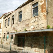 Senasis Rusnės kultūros namų pastatas Neringos g. 2 tapo pavojingu ir laukdamas rekonstrukcijos apie dešimtmetį prastovėjo nenaudojamas.