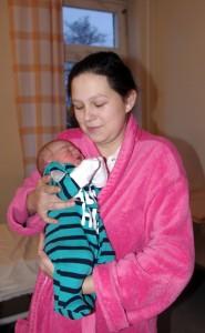 Liuda Apyvalienė su sūnumi – pirmuoju šių metų naujagimiu Šilutės rajone.