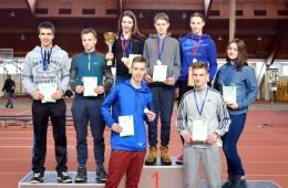 Jaunių pirmenybių prizininkai (iš kairės): priekyje – E. Ruslys, D. Čiupinas; antroje eilėje – R. Petraitis, J. Tubutis, G. Vytuvytė, G. Šumalovas, A. Noreikaitė, J. Šertvytytė.