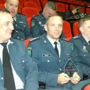 Renatas Šimkus (centre) – geriausias 2014 m. Pagėgių policijos komisariato pareigūnas.