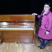 """Kultūros centrui pianiną padovanojo Švedijos humanitarinės pagalbos organizacija """"Pagalba Lietuvai – tikėjimas, viltis, meilė""""."""