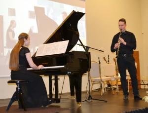 Sesers ir brolio Skaistės ir Luko Kašėtų muzikinis pasirodymas.