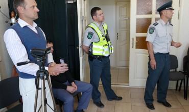 Dėl Donato Jančaro (kairėje) galimai įžeidžiančių replikų ir gestų, ko gero, pirmą kartą Pagėgių savivaldybės tarybos istorijoje į posėdį buvo iškviesti policijos pareigūnai.