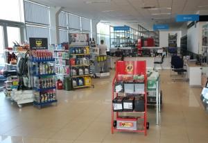 Servise įsikūrusioje parduotuvėje – platus atsarginių detalių asortimentas už nedideles kainas.