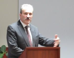 Žinią apie ketinimą Šilutės pirminės sveikatos priežiūros centrą jungti prie Šilutės ligoninės medikams pranešė meras Vytautas Laurinaitis.