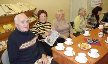 Pokalbiai prie arbatos apie buvusį, esamą ir rytdienos laikraštį.