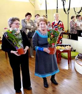 Senjorai į baigiamąjį renginį atsinešė pačių pagamintų dovanų.