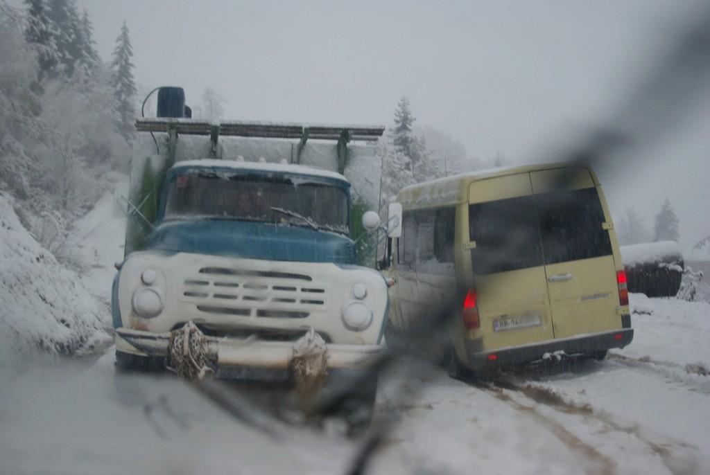 Vienas kitam padėdami vos ne vos pervažiavome kalnų tarpeklį, o kitą dieną kelias jau buvo uždarytas, galbūt iki pavasario.