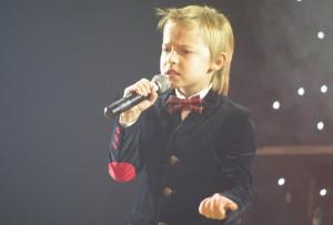 Vokalistas Kristupas Kerulis iš Palangos pelnė pirmąją vietą. Šilutės kredito unija jį apdovanojo 200 Eur. Palangiškis pelnė ir žiūrovų simpatijas – 150 Eur prizą įsteigė ir įteikė Seimo vicepirmininkas Kęstas Komskis.