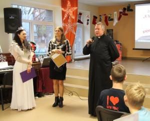 Artėjančių šv. Kalėdų proga pasveikino Švėkšnos parapijos klebonas Saulius Katkus.