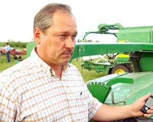 Ūkininkas Kęstutis Andrijauskas patenkintas pernykščiu derliumi tikisi, kad žiemkenčiai sėkmingai peržiemos.