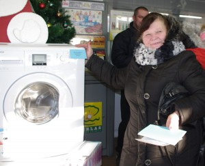 """Automatinę skalbyklę """"Beko"""" laimėjo Žemaitkiemio gyventoja Stanislava Vasiliauskienė."""