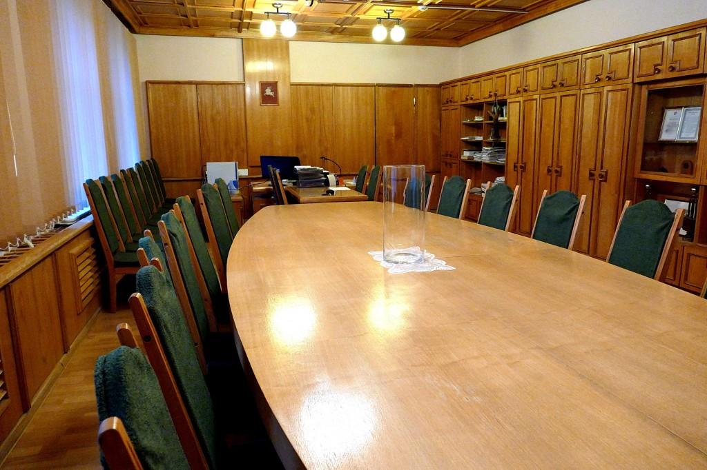 Kaimo reikalų skyriaus vedėjo kabinetas yra 50,65 kv. m, jam priklauso ir 12,71 kv. m ploto poilsio, kavos gėrimo ir privačių susitikimų kambarys – iš viso 63,36 kv. m.