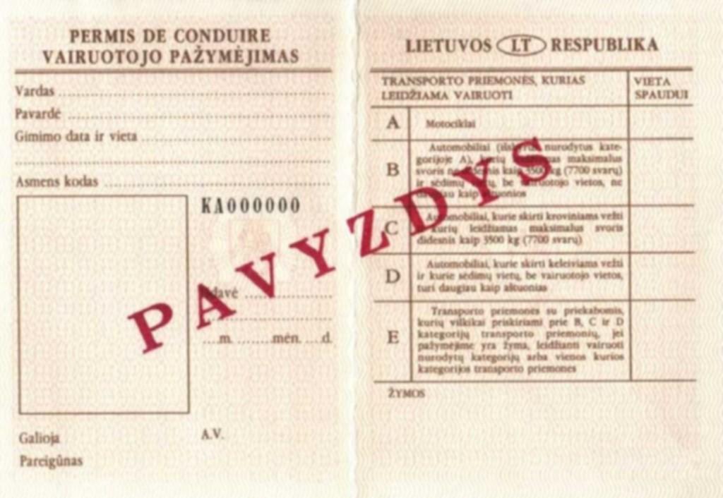 Senojo pavyzdžio popierinis vairuotojo pažymėjimas.