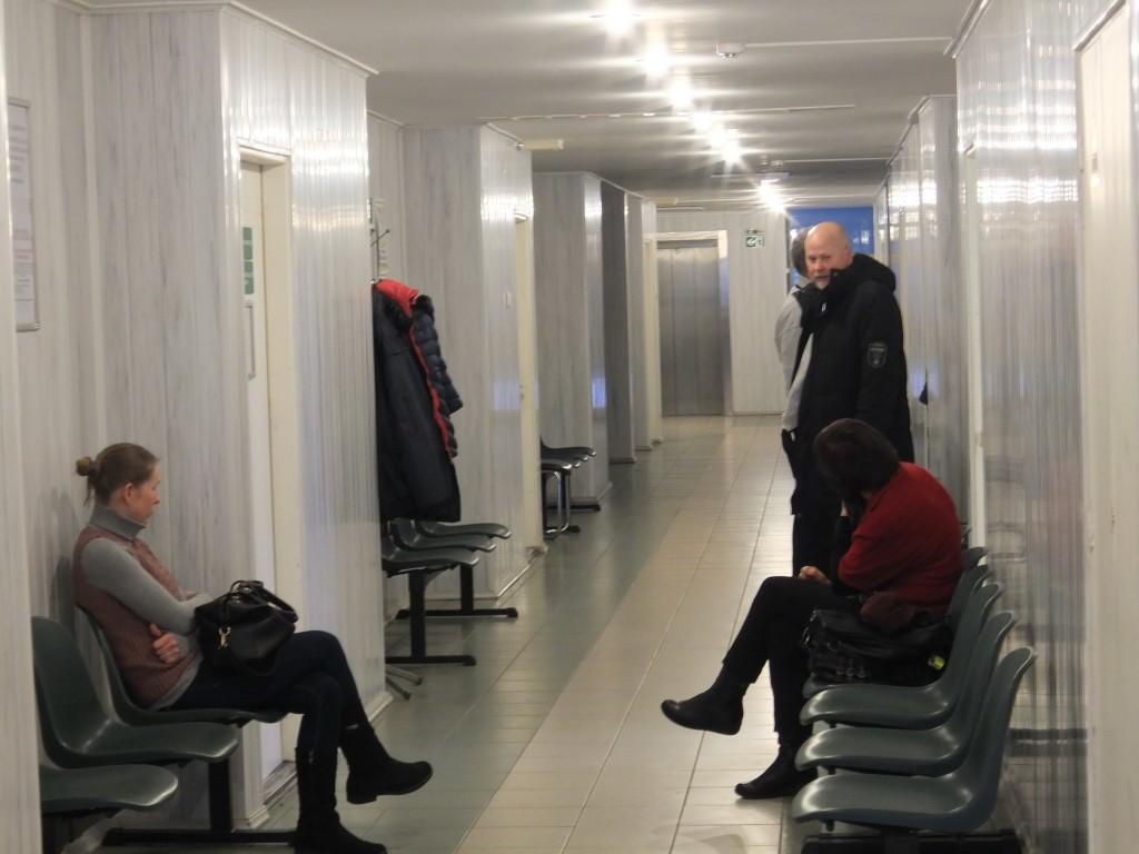 Nors Šilutės pirminės sveikatos priežiūros centre pacientų nebuvo, nė viena iš keturių kalbintų šeimos gydytojų nesutiko per laikraštį informuoti gyventojų apie plintantį gripą bei patarti, kaip šios ligos išvengti ar gydytis susirgus.