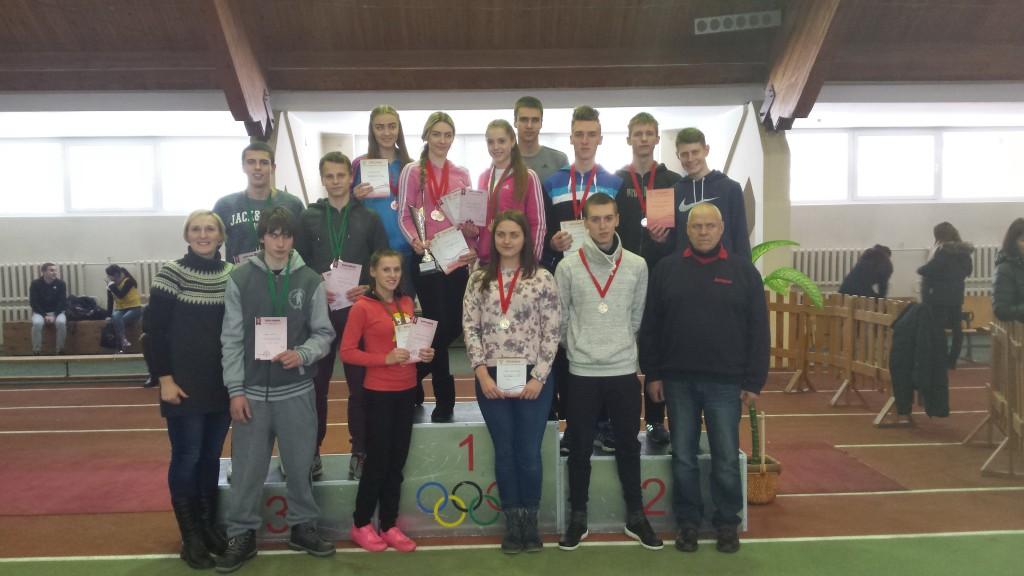 Šalies rajonų jaunių ir jaunimo lengvosios atletikos komandų pirmenybių 2016-ųjų metų nugalėtoja – Šilutės sporto mokyklos rinktinė su treneriais.
