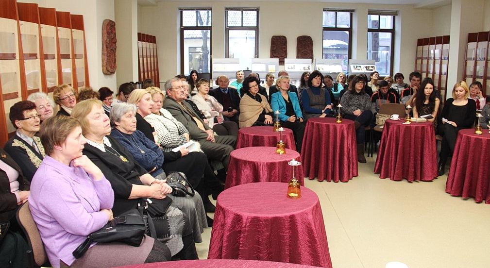 Renginyje dalyvavo Šilutės literatai, Šilutės turizmo ir paslaugų verslo mokyklos moksleiviai ir pedagogai, miestelėnai.