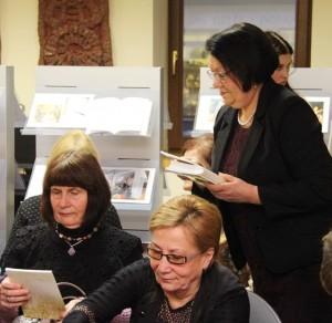"""Visi renginio dalyviai gavo po ypatingą atminties dovaną – M. Smelevičiaus kūrybos knygą """"Būsiu""""."""