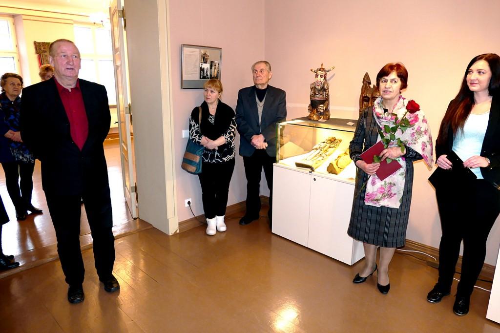 Iš Švėkšnos seniūnijos kilęs tautodailininkas Petras Balsys Šilutės H. Šojaus muziejuje atidarė personalinę parodą.