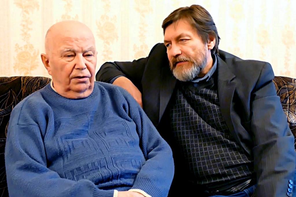 Iš kairės: Agirdas Červinskas dalijasi prisiminimais su Sauliumi Sodoniu apie 1991 metų sausio 11 dienos įvykius, filmuojant šios datos paminėjimui skirtą siužetą.