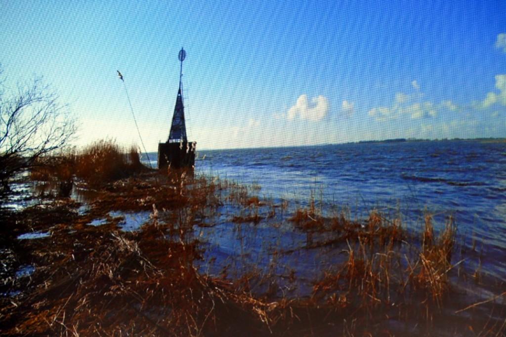 Viena iš labiausiai priimtinų apžvalgos bokšto statybos vietų – Atmatos žiotys, ties buvusiu švyturiu, kur dabar stovi vandens navigacijos ženklas.