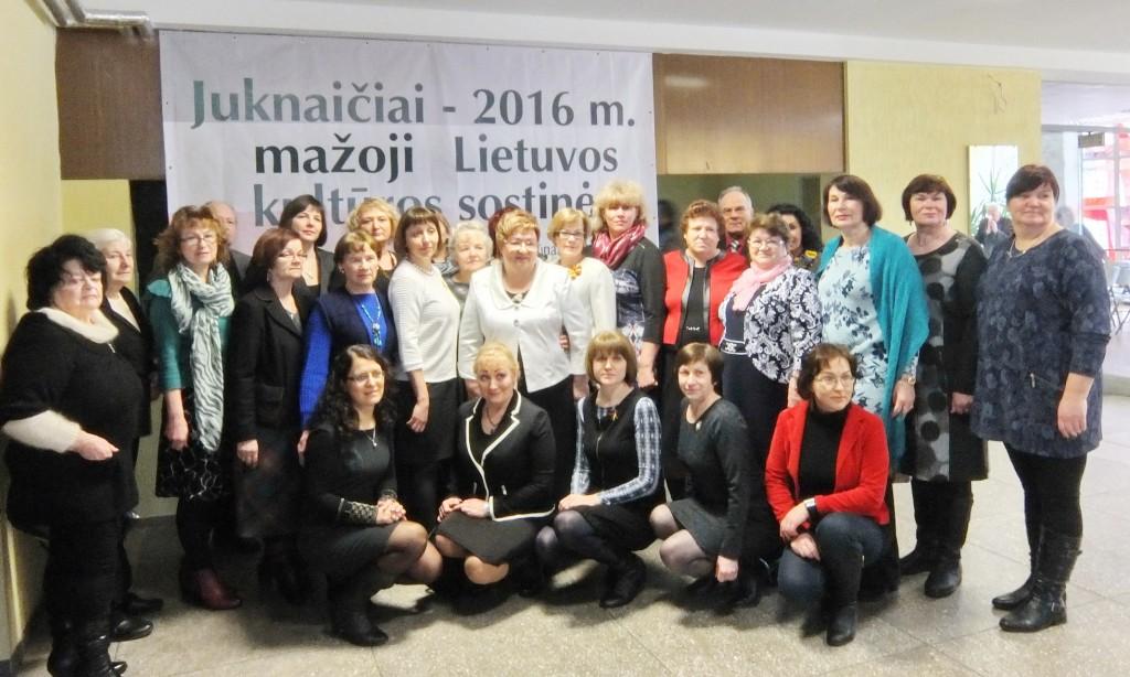 Juknaitiškės moterys su bendruomenės pirmininke Laima Barkauskiene (centre).