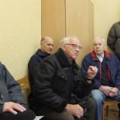 Daug metų Šilutėje gyvenantis Algirdas Kazys Dulinskas (antras iš kairės) Seimo nariui Artūrui Skardžiui pasakojo, kad, susipažinę su galiojančia tvarka, gyventojai žino savo teises, deja, jų nuomone net nesidomima.