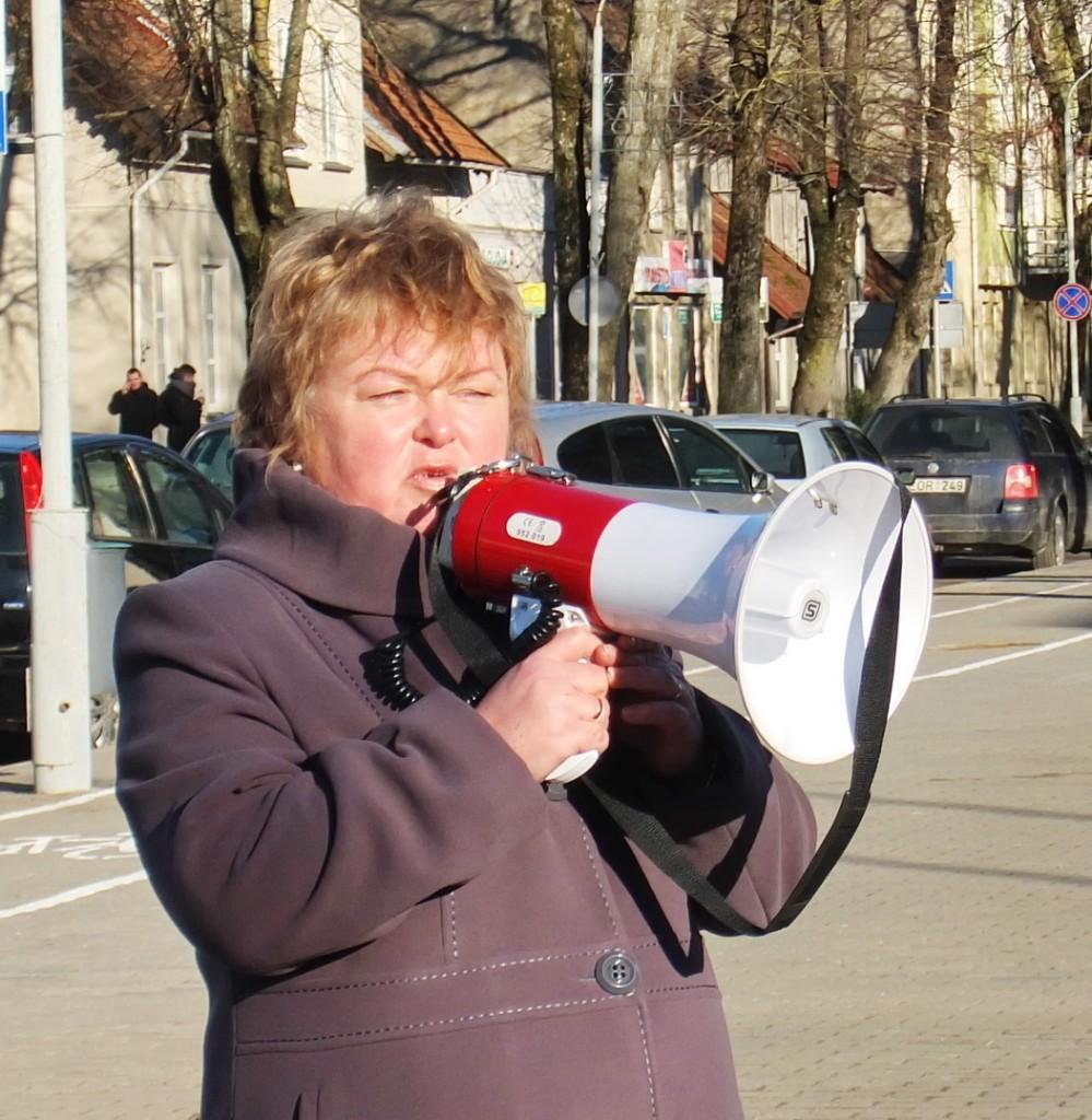 Šilutės pirmosios gimnazijos darbo tarybos pirmininkė, biologijos mokytoja metodininkė Daiva Strazdauskienė pikete pažėrė gausybę klausimų rajono valdžiai.