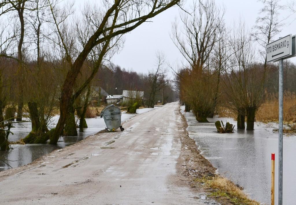 Net O. Bismarko gatve pavadintas žvyrkelis į Žalgirių pelkynus vakar dar nebuvo apsemtas.
