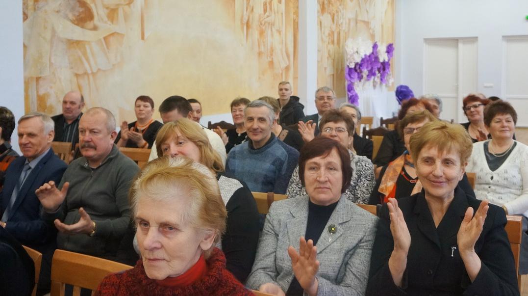 Vainuto seniūnijos gyventojai klausėsi dainų ir tremtinių prisiminimų.