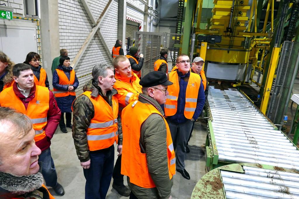 Naujausiame substratų pakavimo fabrike sumontuotos moderniausios žinomų gamintojų linijos.