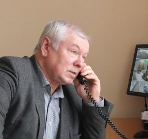 Vainuto gimnazijos direktorius Antanas Jonikas susirūpinęs ir dėl mokytojos sveikatos, ir dėl įtampos gimnazijoje bei piktų atsiliepimų, įtarimų ir vertinimų.