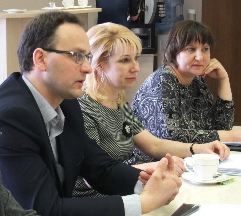 Aktyviai diskusijoje dalyvavo (iš kairės) Vainuto ambulatorijos vadovas Juozas Kaziukonis, Savivaldybės gydytojas Marius Bartkus, Klaipėdos visuomenės sveikatos centro skyriaus vedėjo pavaduotoja Ina Kuznecova ir šio centro Šilutės skyriaus vedėja Roma Jovaišaitė.