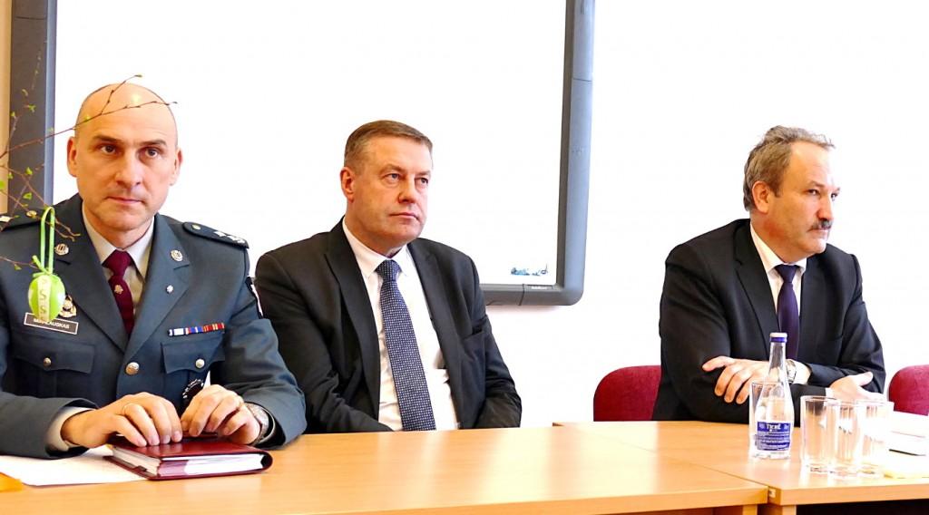 Susitikime su gyventojais Šilutės seniūnijoje dalyvavo Šilutės r. PK viršininkas Artūras Mikalauskas, Savivaldybės administracijos direktoriaus pavaduotojas Virgilijus Pozingis, meras Vytautas Laurinaitis.