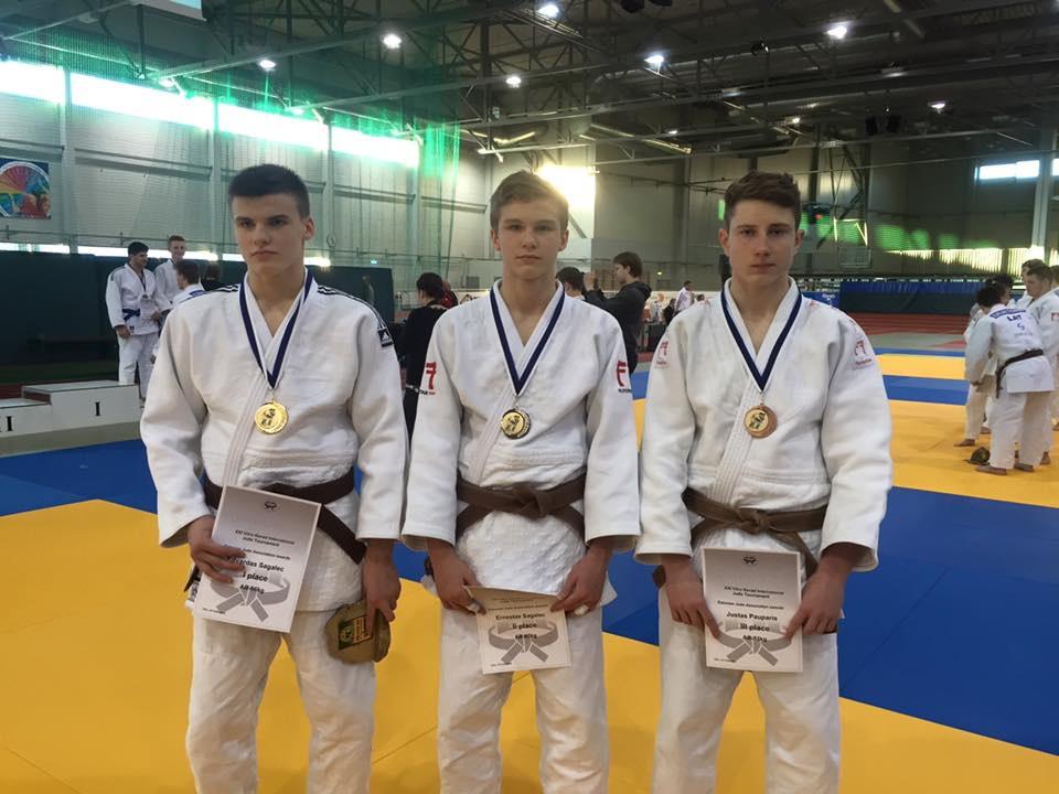 Tarptautinio turnyro Estijoje prizininkai (iš kairės): nugalėtojas Edvardas Sagalec, sidabro medalio laimėtojas Ernestas Sagalec, bronzos medalio laimėtojas Justas Pauparis.
